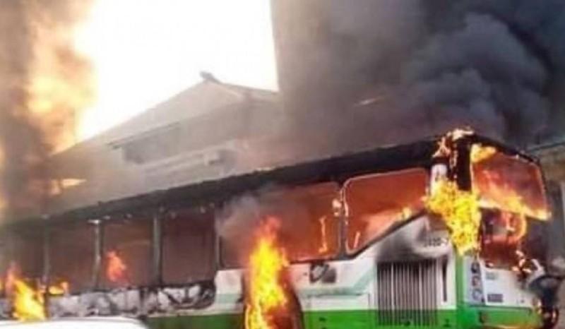 Des bus de la SOTRA, incendiés lors de l'appel à la désobéissance civile (DR)
