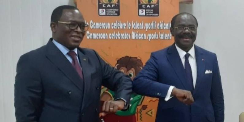 Le ministre ivoirien des Sports, à gauche, et son homologue camerounais après des échanges fructueux. (Dr)