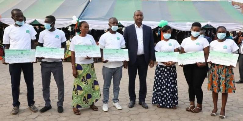 Mamadou Touré a assuré les jeunes de l'Agneby-Tiassa de l'engagement du gouvernement à leurs côtés