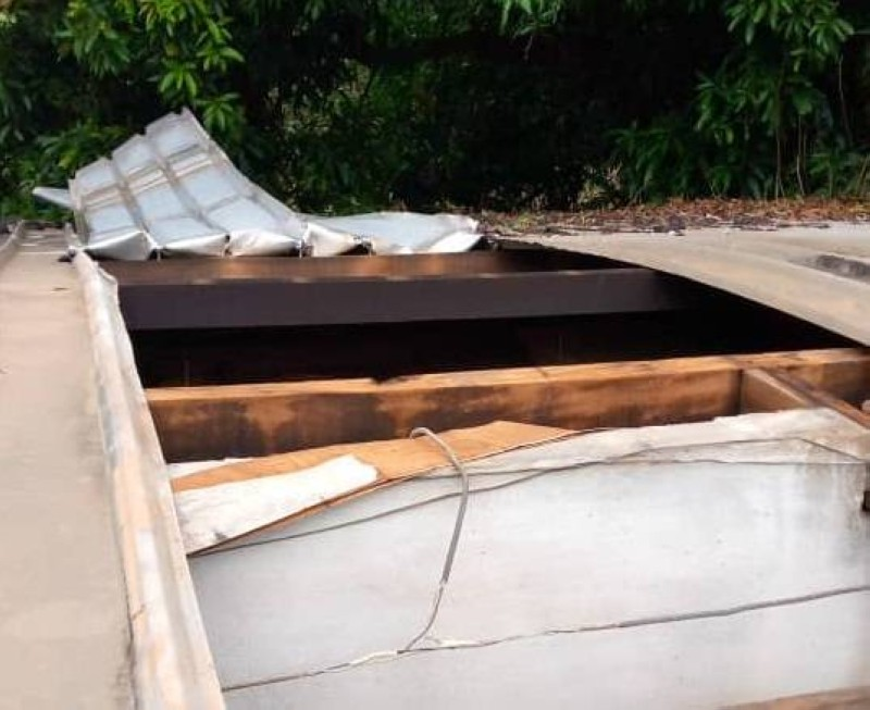 Le bureau de l'état civil a vu sa toiture endommagée.