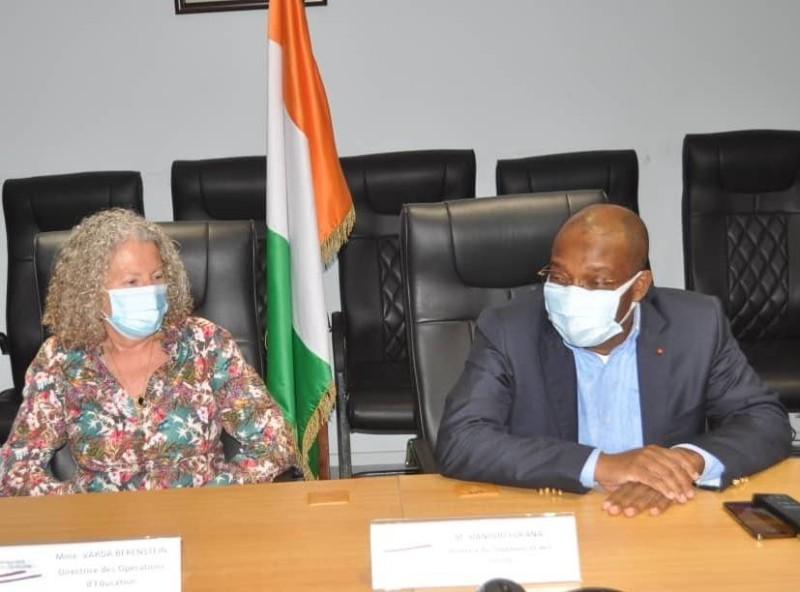 Le ministre du Tourisme, Siandou Fofana et Mme Varda Bereinstein