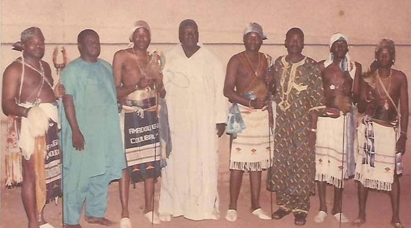 Amadou Gon Coulibaly (3e à partir de la gauche) est resté très attaché au Poro après son initiation. (Photo d'archives)