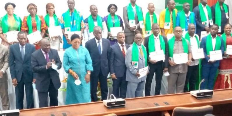 Les représentants des instances nationales ont reçu leurs attestions. (Photo : DR)