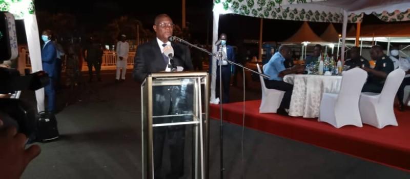 Le ministre d'Etat, ministre de la Défense a communié dans une ambiance fraternelle avec l'armée en présence des chefs de commandement. (DR)